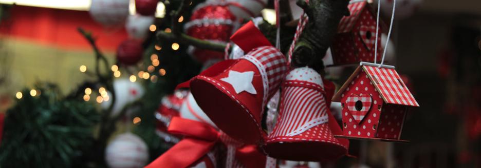 versierde-kersttak-rood-wit